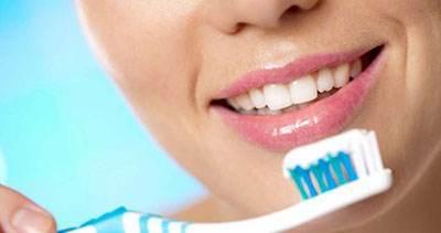 ابتدا نخ دندان استفاده کنیم یا مسواک بزنیم؟