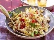 غذای رژیمی سالاد سزار به همراه پاستا