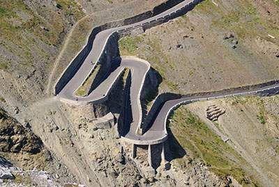 رانندگی در این جاده های مرگبار جرات می خواهد