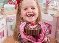 ضررهای خوردن شکلات برای کودکان را بدانید