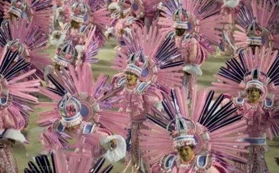 کارناوال جنجالی ریو در برزیل را ببینید
