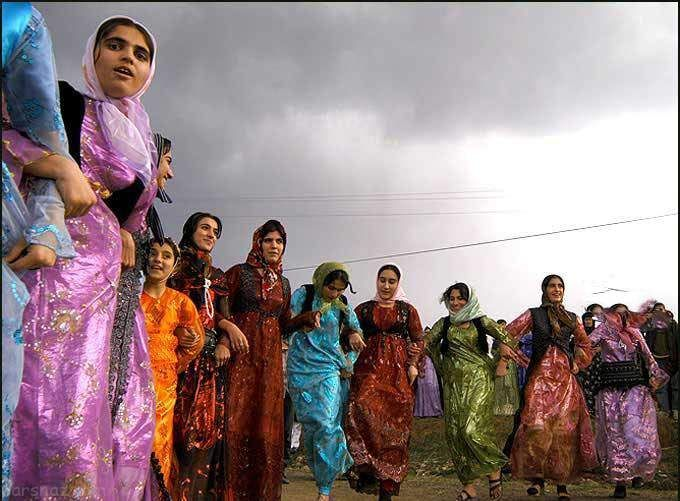 رقص و شادی دختران و پسران کرد در مریوان