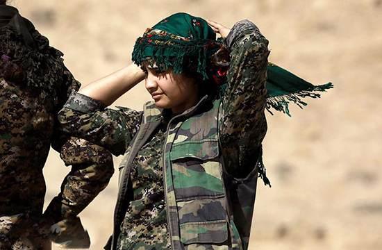 تصاویر دختران زیبای کرد در جبهه جنگ مقابل داعش