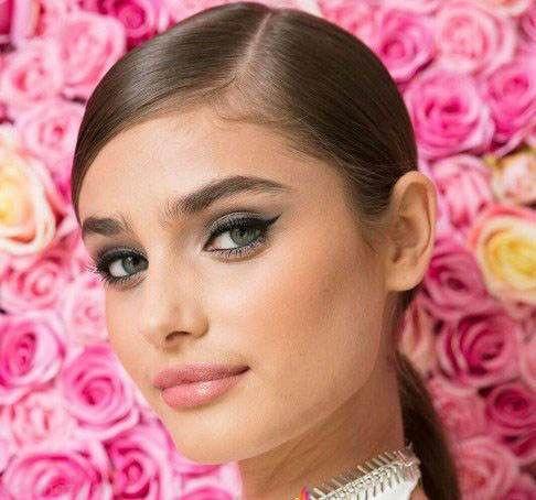 انتشار عکس بدون آرایش ملکه زیبایی ویکتوریا سکرت