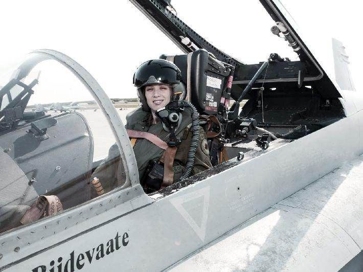 جذاب ترین زنان خلبان جنگنده های جت در جهان