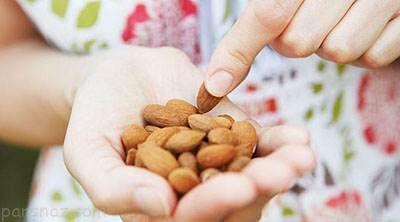 دلیل خیس کردن بادام قبل از خوردن چیست؟