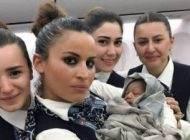 زایمان در هواپیما و کمک مهمانداران زن ترکیه +عکس