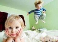 شیطنت های کودکان که نشانه بیش فعالی است