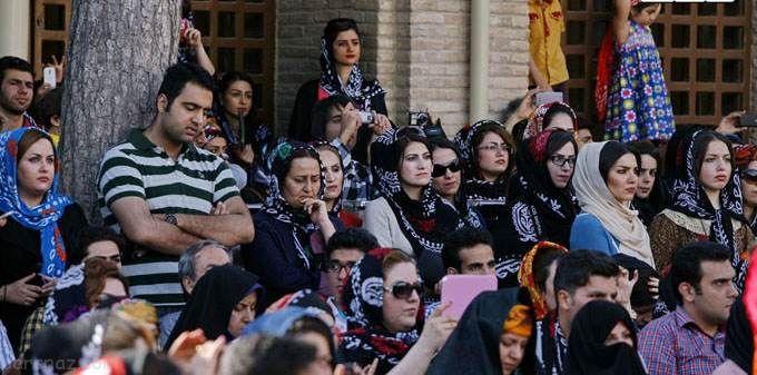 دختران ایرانی در جشن سنتی گلونی در لرستان