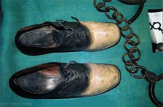 مرد تبهکاری که از پوست بدنش کفش درست کردند