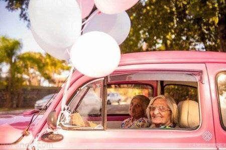 خواهران دوقلوی صدساله که کنار هم جشن تولد گرفتند