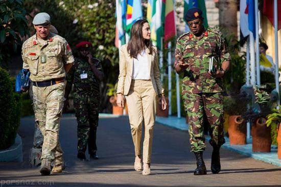 آنجلینا جولی در میان قربانیان تجاوز در آفریقا