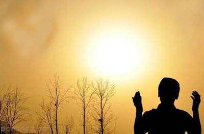 آیا دعای خیر برای افراد کافر کار درستی است؟
