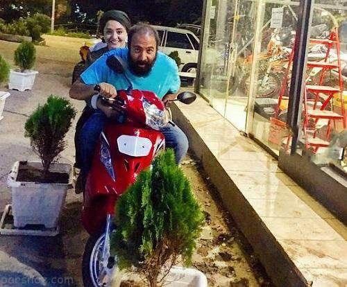 نرگس محمدی و علی اوجی درحال موتور سواری