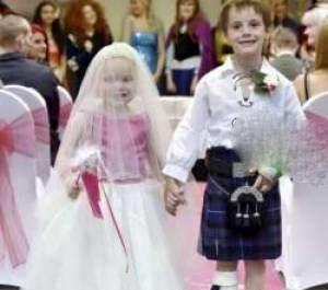 ازدواج جنجالی دختر 5 ساله در بیمارستان +عکس
