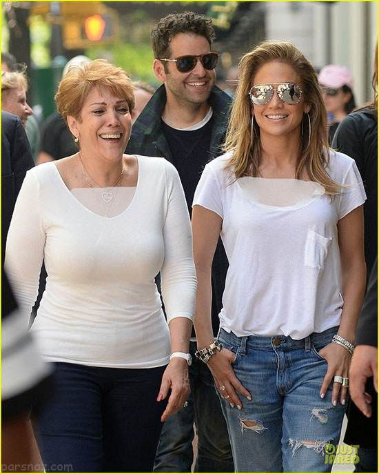 عکس های جدید جنیفر لوپز در کنار مادر و خواهرش