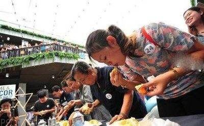 دختران و پسران در مسابقه بخور بخور تایلند