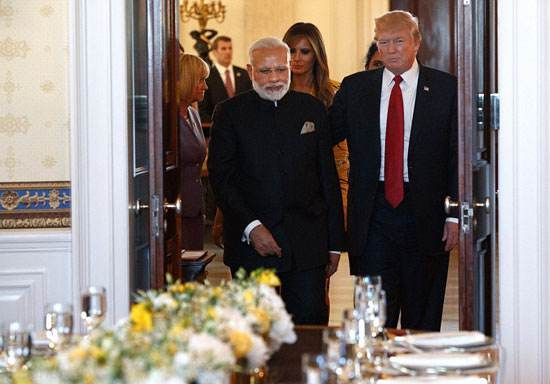 تیپ عجیب و دیدنی ملانیا ترامپ در سفر به هند