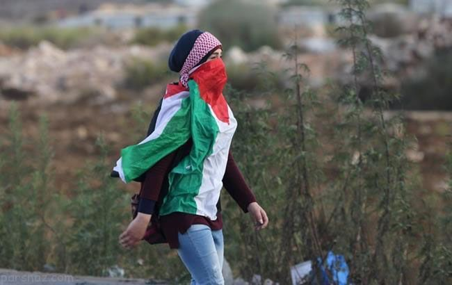 دختران فلسطینی در جدال با سربازان اسرائیل