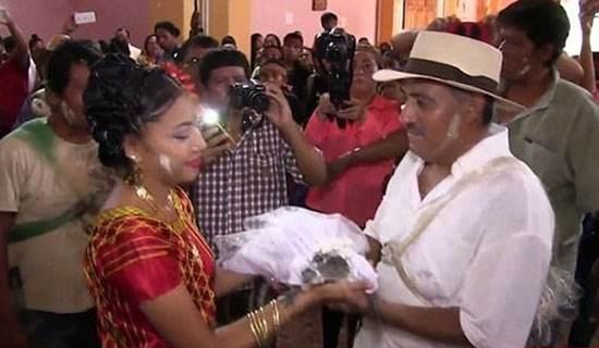 خبر جنجالی ازدواج شهردار مکزیکی با یک کروکودیل