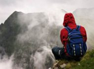 کوهنوردی این مرد با کفش پاشنه بلند زنانه 12 سانتی