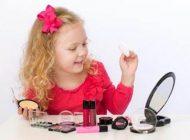 رفتار والدین درباره استفاده کودکان از لوازم آرایشی