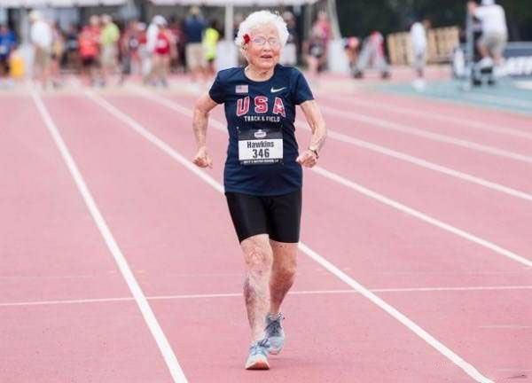 رکورد جنجالی پیرزن 101 ساله ورزشکار +عکس