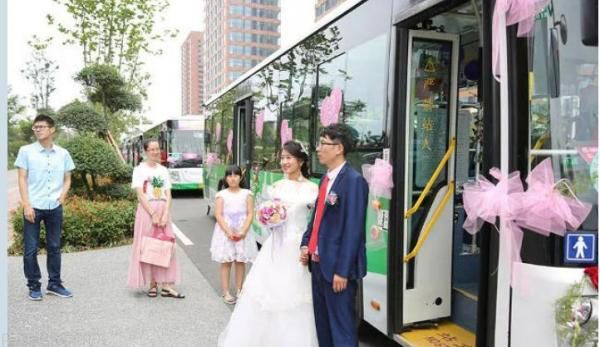 ماشین عروس خاص و بسیار متفاوت زوج چینی +عکس