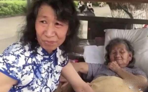 مرد جوانی که به خاطر مادرش تبدیل به زن شد +عکس