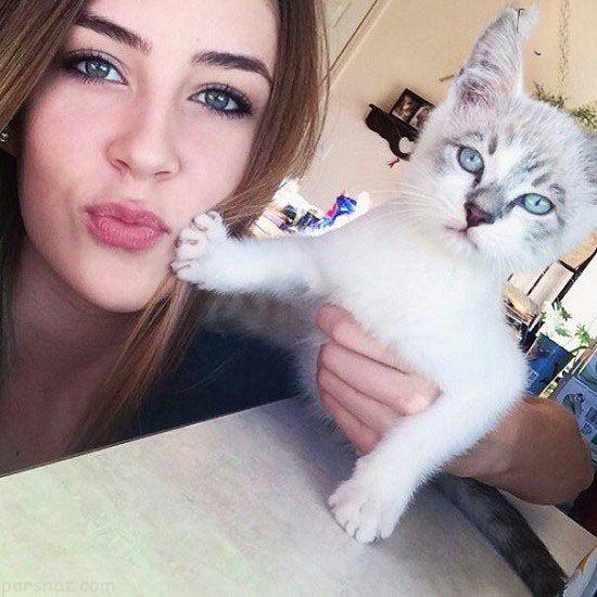 سلفی دختران و گربه هایی که از این کار متنفر هستند