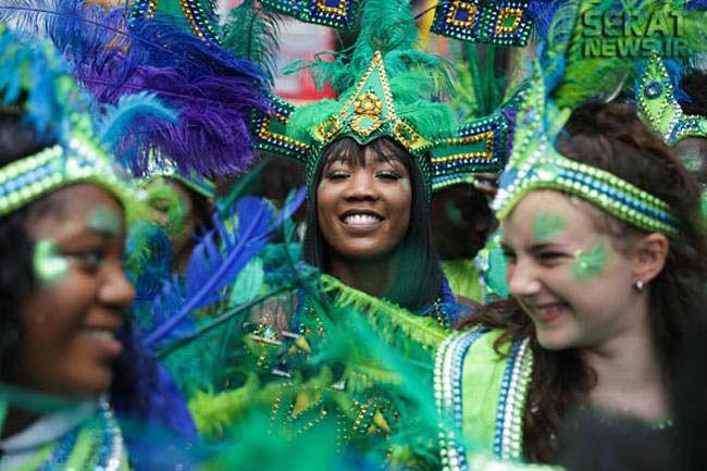 دختران انگلیسی در فستیوال ناتینگ هیل لندن