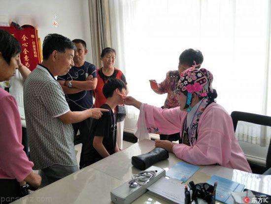 مدل لباس عجیب خانم دکتر برای درمان بیماران