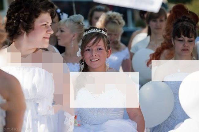 راهپیمایی دختران به خاطر بی شوهری با لباس عروس