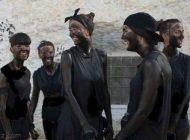 دختران و پسران اسپانیایی در فستیوال روغن سیاه