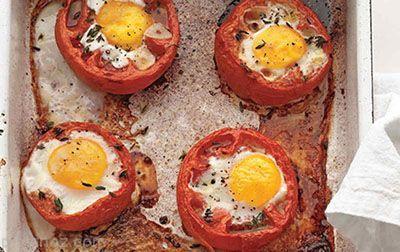 طرز تهیه نیمروی خوشمزه داخل گوجه فرنگی