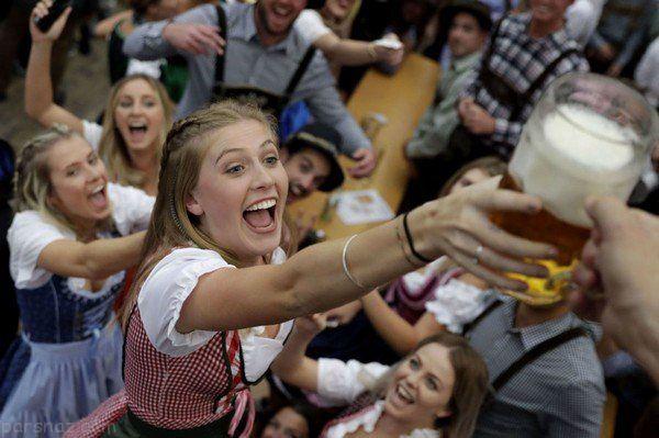 جشنواره مهیج آبجوخوری در مونیخ آلمان +عکس