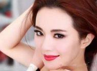 لخت شدن دختر جوان در چین وسط خیابان جلوی مردم