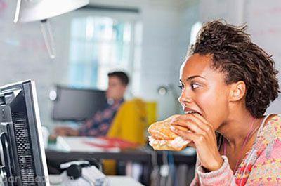 این عادت های غذایی شما را سریع پیر می کند