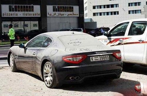 ماشین های سوپر لوکس که در دوبی خاک می خورند