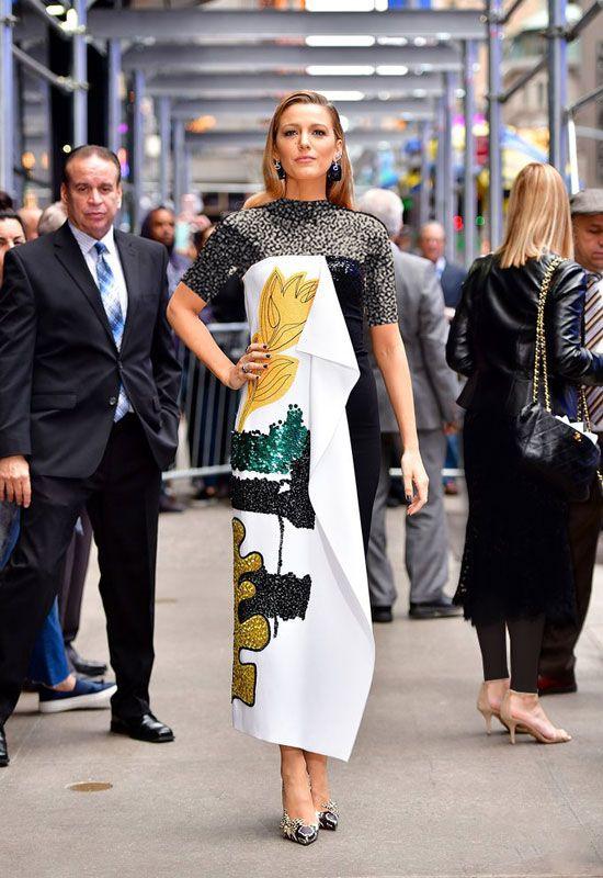 بازیگر زن مشهور با هفت مدل لباس مختلف در یک روز
