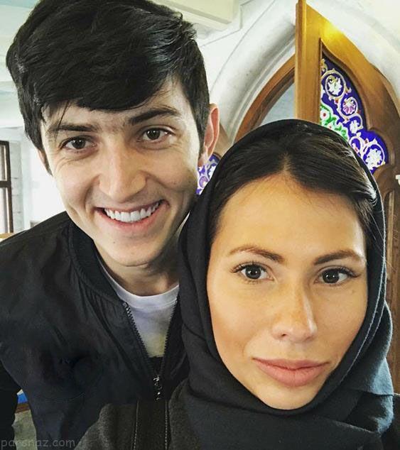 سردار آزمون در کنار مجری زن زیبای روسیه
