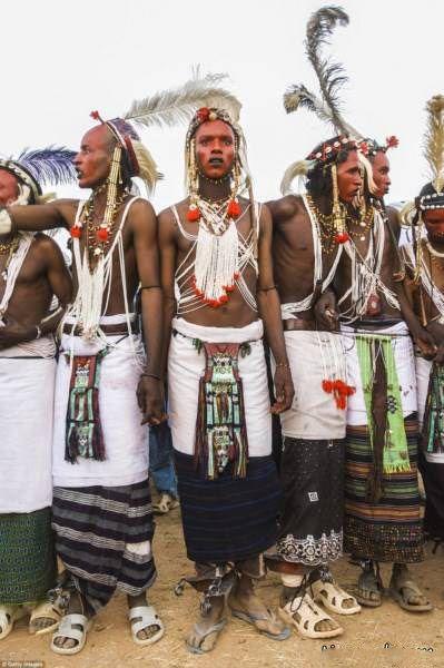 مردانی که آرایش می کنند تا با زنان ازدواج کنند +عکس