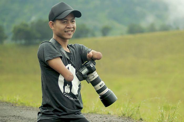 مرور جالب ترین اخبار جهان از عکاس بی دست تا مرد بارانی