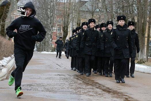 دختران زیبای روس در حال تمرینات نظامی طاقت فرسا