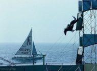 نمایش جالب شیرجه درون آب با اسب در آتلانتیک