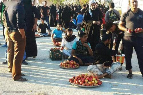 تصاویر پذیرایی مردم عراق از زائران در اربعین حسینی