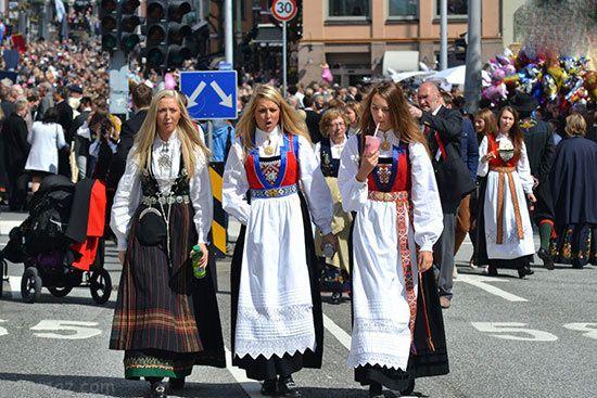 نگاهی به زیباترین لباس های سنتی مردم کشورهای مختلف