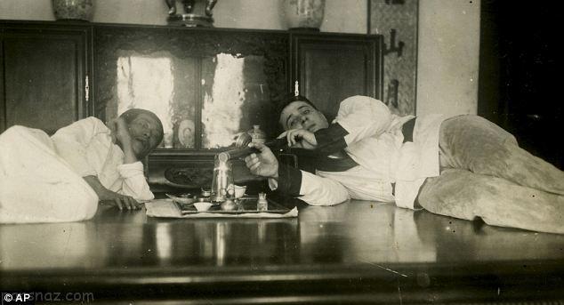 دختران زیبای معتاد در شیره کش خانه ها +عکس