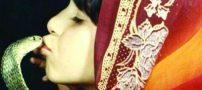 این دختر ایرانی 11 بار مار افعی را بوسیده است +عکس