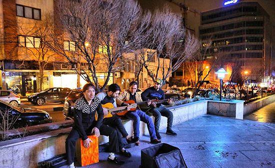 همراه با نوازندگان موسیقی خیابانی در تهران